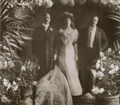 Nicholas Longworth, Alice Roosevelt Longworth and Theodore Roosevelt on Alice and Nicholas' wedding day. Detail from Stereograph image.